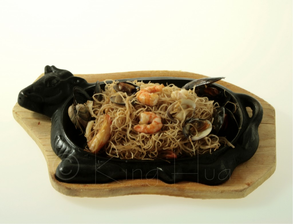 Spaghetti cinesi ai frutti di mare saltati alla piastra for Gamberi alla piastra cinesi